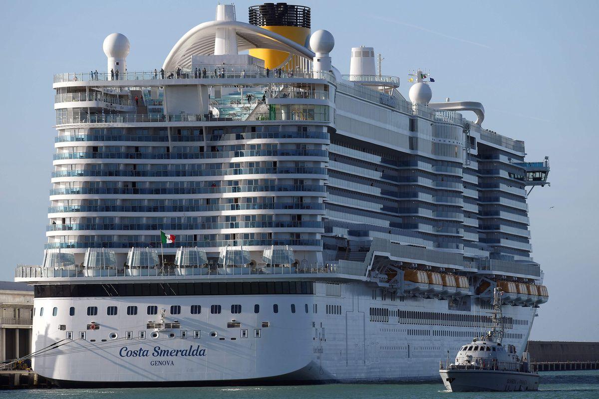 6,000 people stuck on Italian cruise ship amid coronavirus concern ...