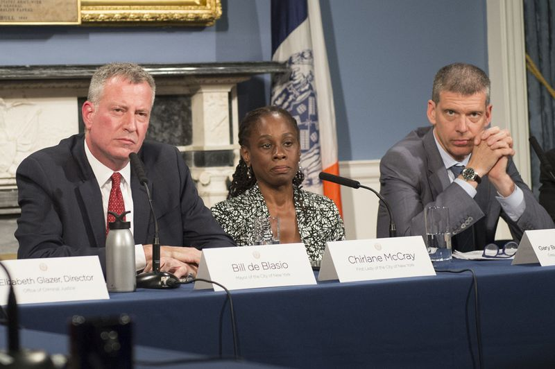 """<span style=""""color: rgb(0, 0, 0); line-height: 12px;"""">Mayor de Blasio (c.) hosts a roundtable discussion with his wife Chirlane McCray (r. de Blasio) and Dr. Gary Belkin (r.) on mental health outreach in the city. Belkin said the Department of Health will pursue aggresive strategies to combat the growing problems.</span>"""