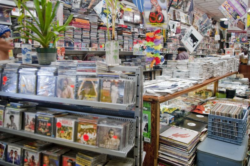 Bronx staple Moodies Record spins into new location in hopes of increasing  foot traffic - New York Daily News
