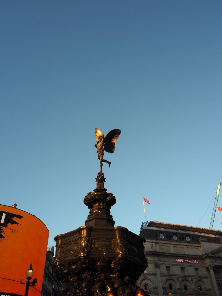 ruta rápida por Londres, Piccadilly Circus