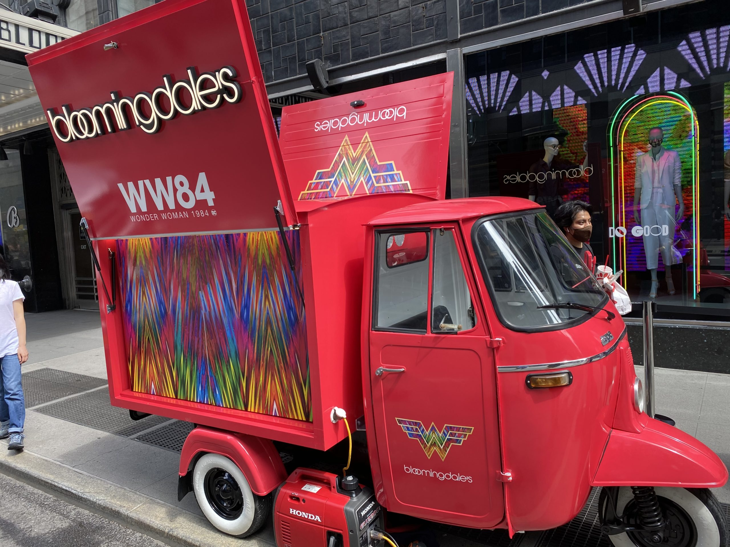Bloomingdales WW84 Truck NYC