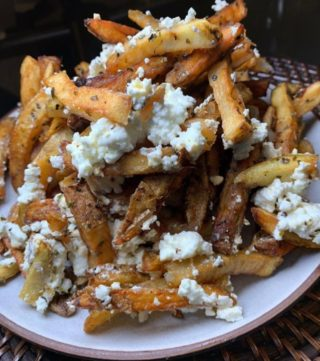 Feta fries kind of Friday 🍟 Book @souvlakigr to cater your next event at the link in our bio. #NomYorkCity