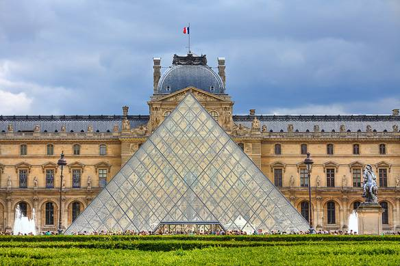 Picture of the Louvre Museum in Paris