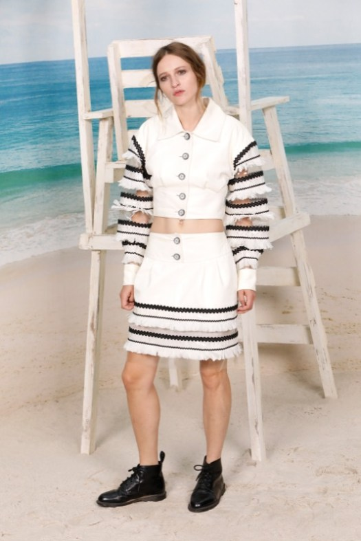 The French actress, CHRISTA THERET, wore a white leather jacket with matching skirt, look 47, from the Cruise 2019 Ready-to-Wear collection. CHANEL Makeup