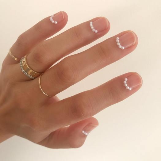 minimalistic nail art