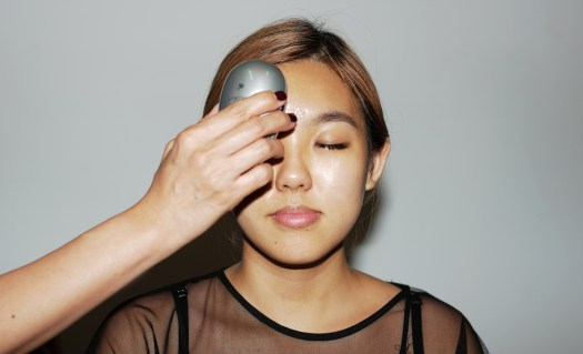 3. Starting from the forehead, circular motions are applied to help in absorption of Génifique