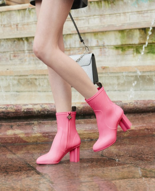 Silhouette Ankle Boots in Pink