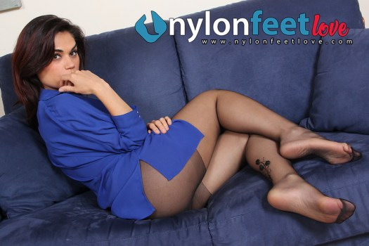 Sexy brunette with black pantyhose, shows her feet
