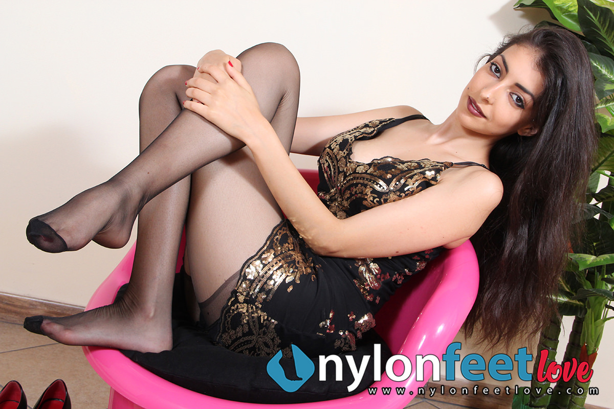 Nylon Feet Love - The best site for your nylon feet passion