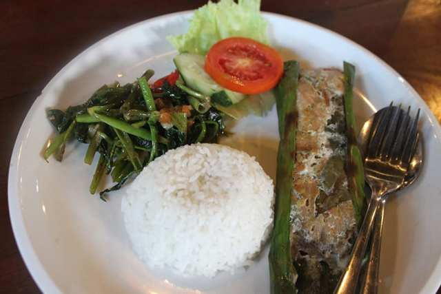 1 bali culinary street food tour seminyak - steamed fish