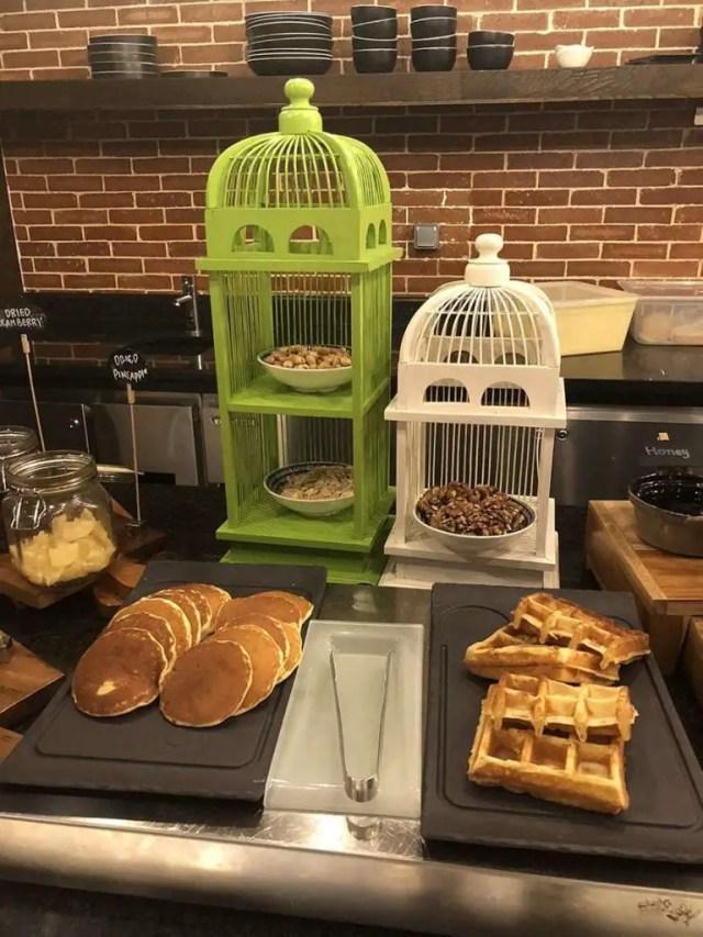 hotel indigo bali seminyak beach - buffet pancakes 1