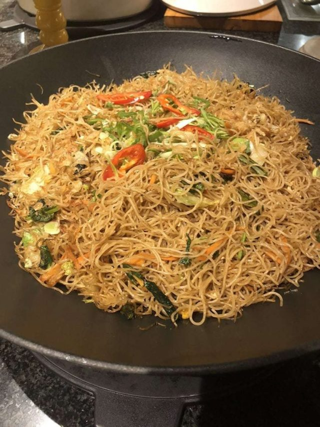 hotel indigo bali seminyak beach - buffet_noodles