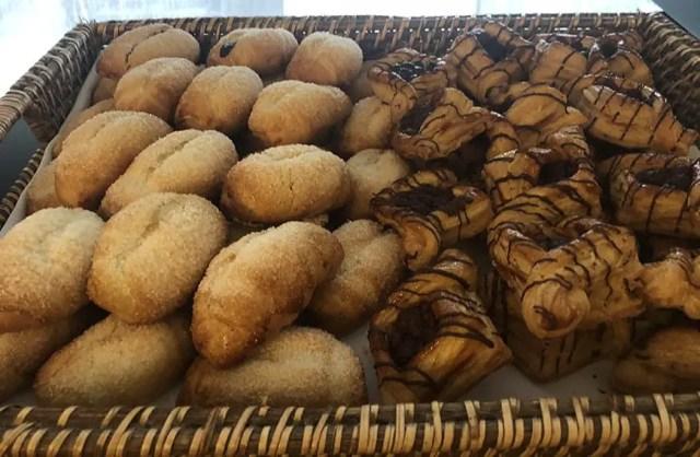 Novotel hotel san isidro lima Peru - breakfast buffet - bread