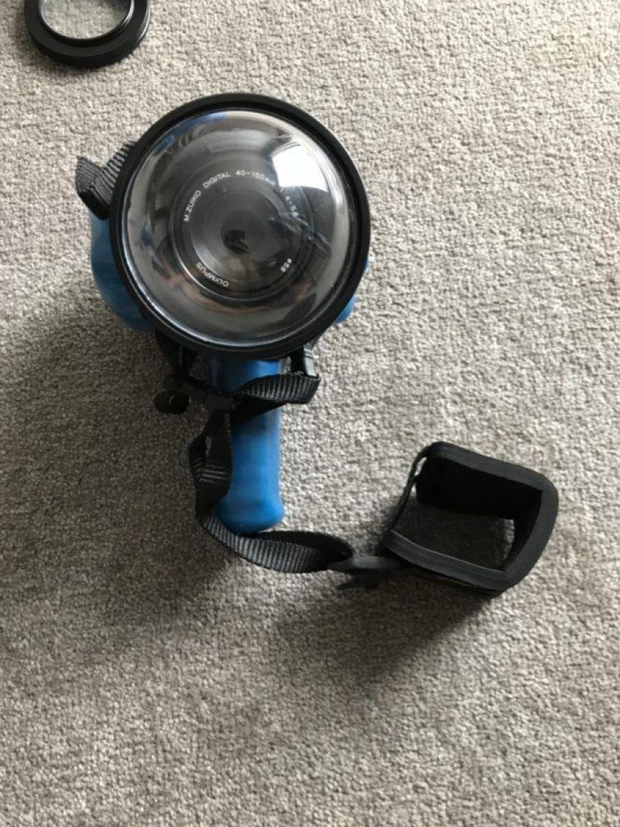 Outex防水ハウジングケースを装着したカメラ