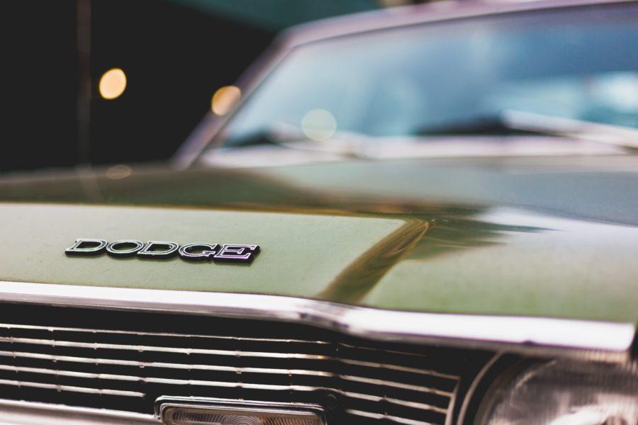 古い車はどんなサーフボードにもマッチする。