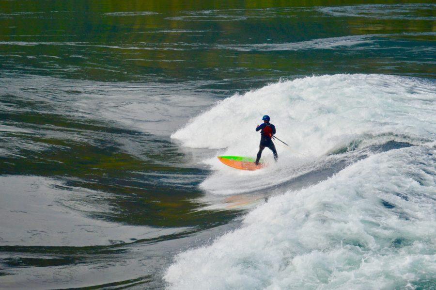 川で行うリバーサーフィンの特徴、安全対策