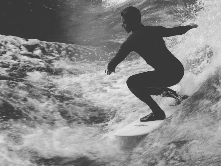 正しいサーフィンの基本姿勢をマスターしよう