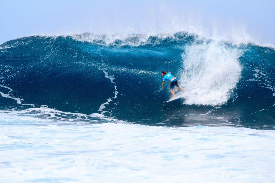 波のサイズがあると難易度が高いのがロングボード