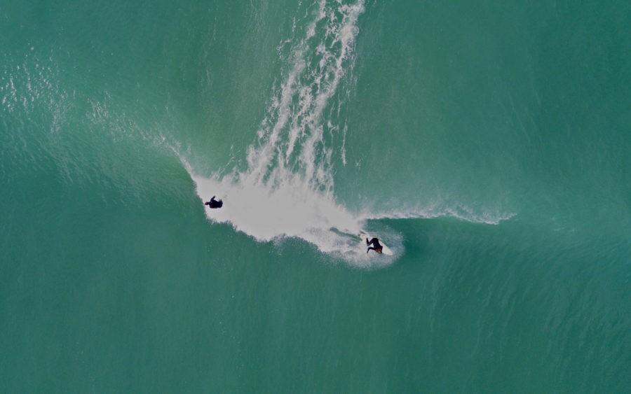 サーファー同士声を掛け合うこともサーフィンのルールの一つ