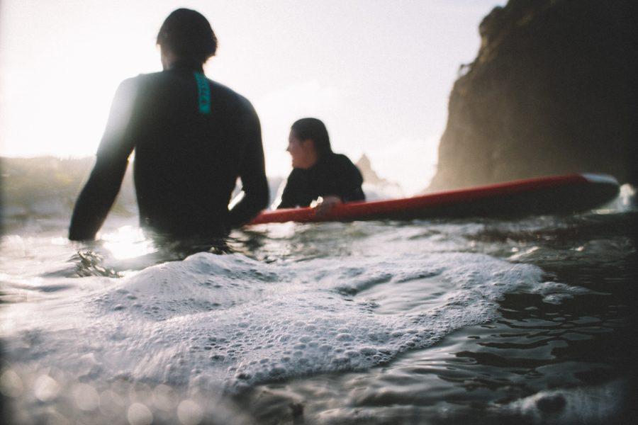 サーフィンを一緒に始めたら困難を乗り越えられる