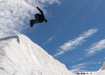 Ollie Midgley in the mini pipe - by Keith Stubbs