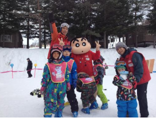Crayon Shinchan Kids Ski School are recruiting