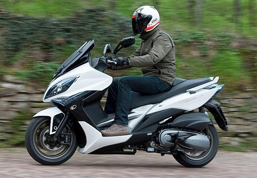 kymco xciting 400i abs on2wheels. Black Bedroom Furniture Sets. Home Design Ideas