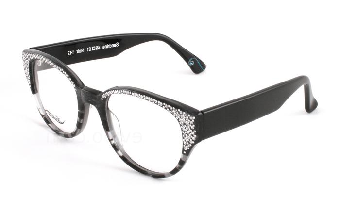 9bcc06d505 On aime l'esprit vintage/kitch de ce modèle de lunette Anacolé où le strass  fait un retour version fashion…c'est grand mère qui va être jalouse.