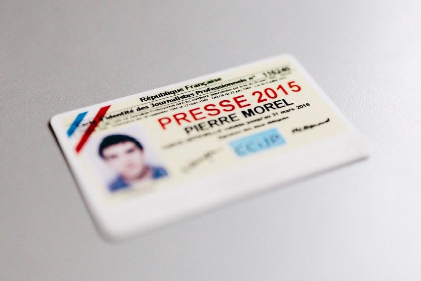 Photographie d'une carte de presse française pour l'année 2015.