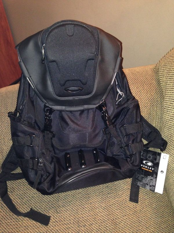 Sold - Oakley Bathroom Sink Backpack Stealth Black