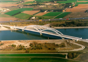 Figure 19: Bridge-building with heavy plates, Bridge of Mondragon, F (TGV Méditerranée)