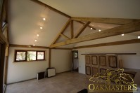 Vaulted ceiling and exposed oak truss in garden room and ...