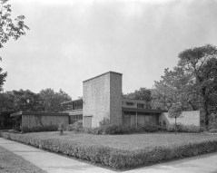"""Sleek in the suburbs: Among the homes highlighted in """"Modern in the Middle"""" is the Lucile Gottschalk and Aaron Heimbach House designed by Bertrand Goldberg. 