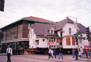 The Hemingway Interim House was moved in October of 1999. Here it crossed the Oak Park Avenue and Lake Street intersection on the way to 501 N. Elmwood. | Hemingway Foundation