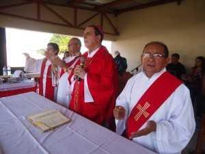 Bispo Dom Joaquim esteve presente durante o evento ministrando a Santa Missa - Fotos: Almir Andrade