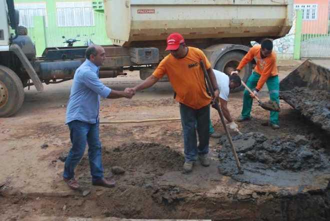 Everaldo Gomes, prefeito de Brasiléia visita obras que vem sendo realizadas na cidade - Fotos: Assessoria