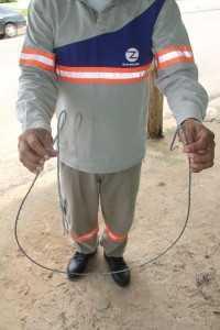 Até mesmo cabos de aço estão sendo usados para que a chave não solte, mas pode afetar cidades inteiras - Foto: Aexandre Lima