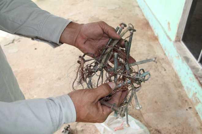 Cabos de bicicletas e outros tipos de fios que foram retirados somente nesta quinta, dia 10 - Foto: Alexandre Lima