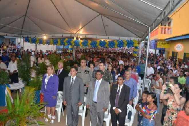 Moradores de Assis Brasil participaram do evento, que aconteceu na principal avenida da cidade