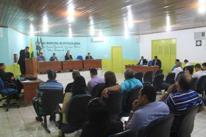 Sessão Ordinária contou com a presença dos secretários do Município