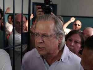 José Dirceu foi condenado a dez anos e dez meses de prisão por corrupção ativa e formação de quadrilha no processo do mensalão. Michel Filho / Arquivo O Globo