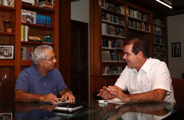 O governador Tião Viana e o secretário de Justiça e Direitos Humanos, Nilson Mourão (Foto: Sérgio Vale/Secom)