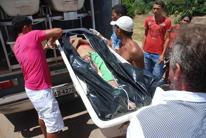 O corpo foi levado ao IML para necropsiado e depois liberado aos familiares - Foto: Marcus José