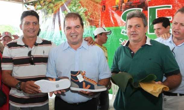 O contrato com os extrativistas foi renovado na manhã desta sexta-feira, 5, com a presença do governador Tião Viana (Foto: Sérgio Vale/Secom)