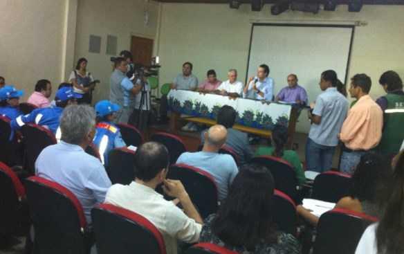 Reunião realizada neste sábado em Brasiléia definiu critérios para entrada de haitianos no estado/Fotos: Cedidas