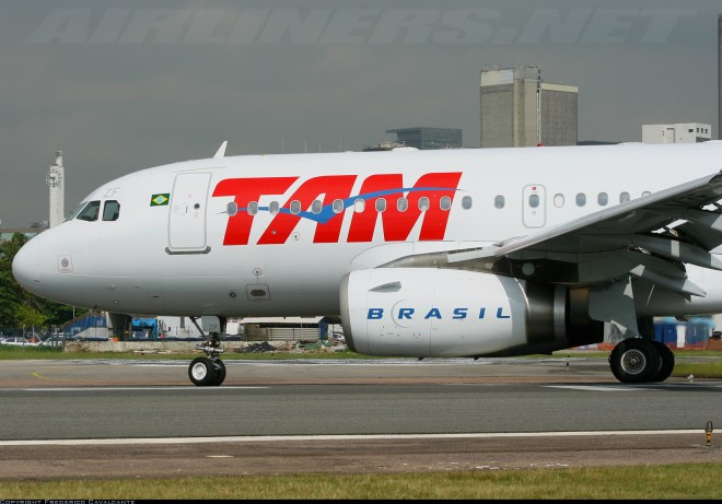 tam-airlines-airbus-a319-pt-mzf