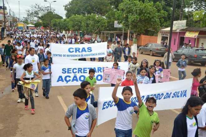 Caminha de Enfrentamento a Violência contra a C irança e Adolescente em 17 de maio de 2013 foto Wesley Cardoso (106)