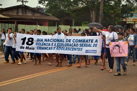 Caminha de Enfrentamento a Violência contra a C irança e Adolescente em 17 de maio de 2013 foto Wesley Cardoso (12)
