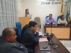 Vereadora Fernanda Hassem prestou homenagem - Foto: Almir Andrade