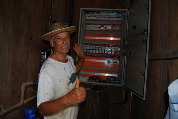 Raimundo Duarte de Oliveira, acessou crédito através do Pronaf Mais Alimentos e construiu galpão totalmente automatizado (Foto: Assessoria Seaprof)